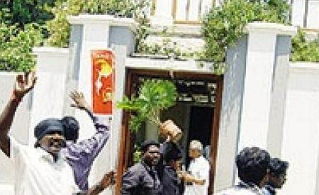 Aurobindu Ashram attacked by Dravidian group6