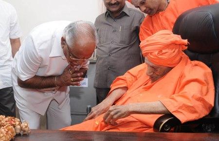 CM-Visit-to-Siddaganga-Mutt-02-08-2011