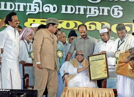 Karu at IUML conference receiving momento