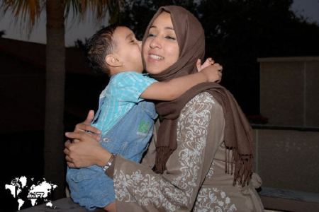 manal-al-sharif with child