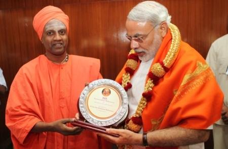 Siddhaganga mutt meets Modi