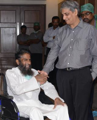 Maulana Mohammed Zubaid Asmi with doctors - courtesy The Hindu