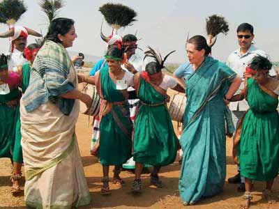 Sonia-dances-with-tribals -renuka