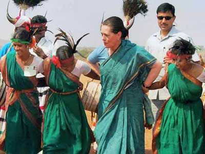 Sonia-dances-with-tribals