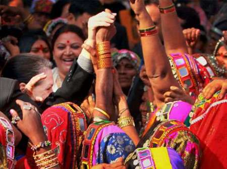 Sonia-dances-with-tribals2