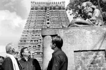 Periyar statue in front of Sri Rangam Gopuram