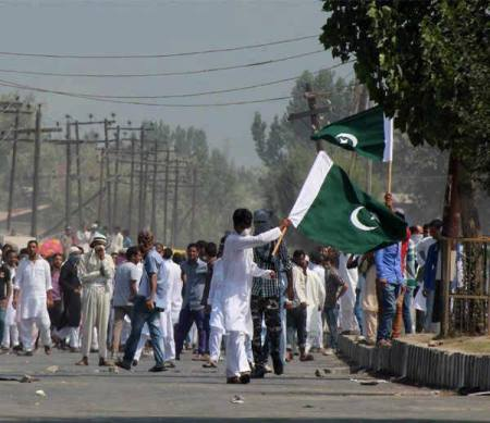 Kishtwa rioters with PAKI flags