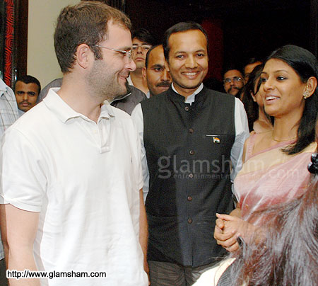 Rahul Gandhi-with Nandita Das-2009-another angle
