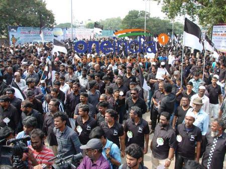 06-muslims-protestt-தமிள் ஒன் இந்தியா