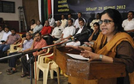 Teesta Setalvad, speaking at 10th anniversary of Karnataka Komu Souhardha Vedike in Mangalore . Photo. R.Eswarraj