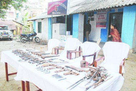 The arms seized by Malda police being displayed outside the Englishbazar all-womens station on Sunday. Picture by Surajit Roy- Jan.2015
