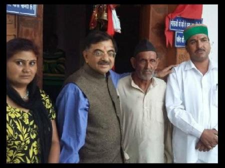 Tarun Vijay with BSP leader Daulat Kunwar at Silgur Temple in Uttarakhand