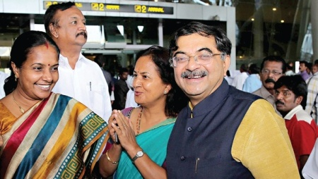 Tarun Vijay, his wife at Chennai airport 15-06-2016