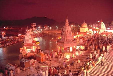 Evening_view_of_Har-ki-Pauri,_Haridwar