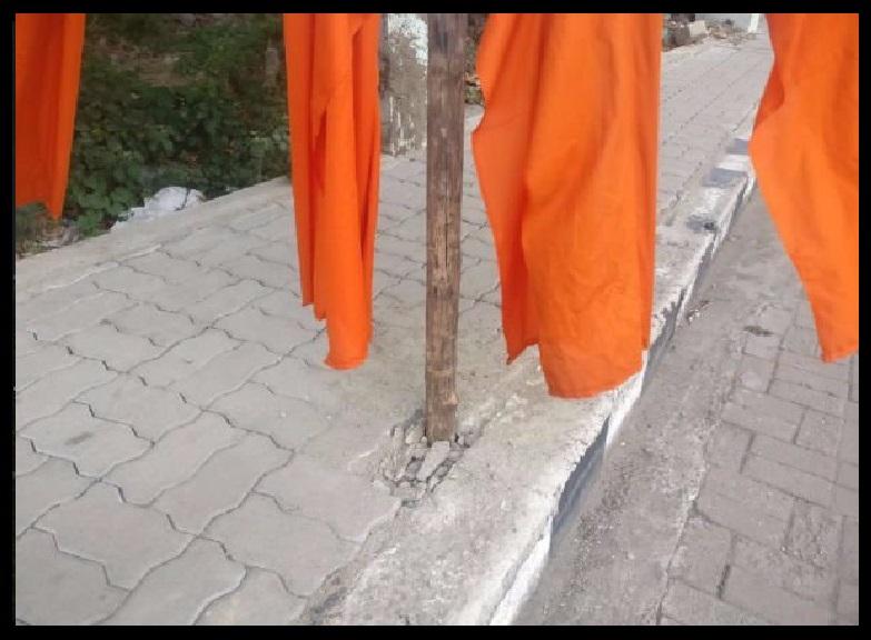 09-07-2018 - Amit Shah Meeting- flags on platform dug